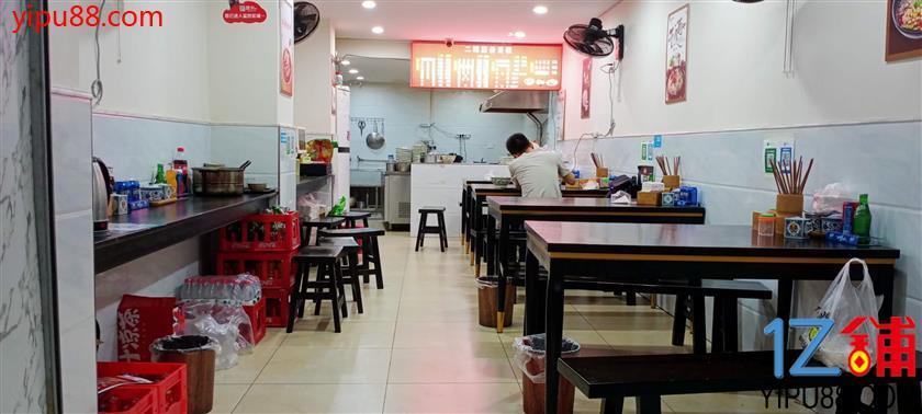 花卉园成熟小区盈利餐馆转让(有阁楼,可住人)