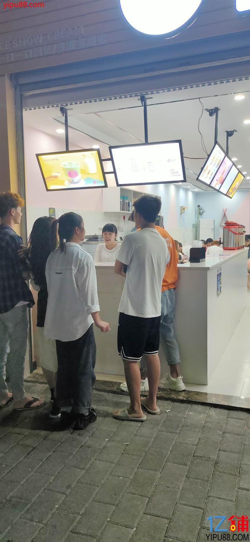 公交车站旁盈利奶茶店转让
