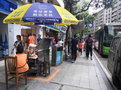 公交车站50㎡店铺低价转让!(行业不限)
