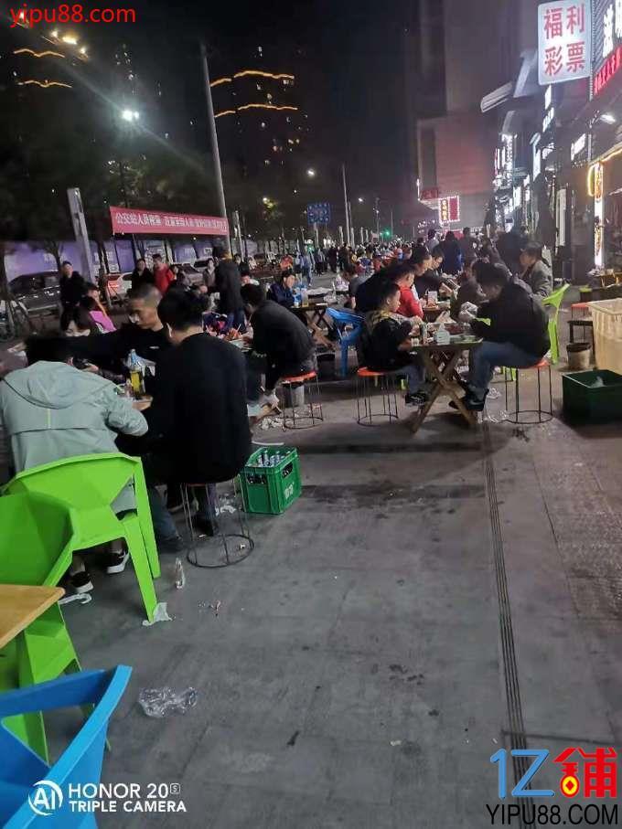 餐饮美食一条街,自带流量那种