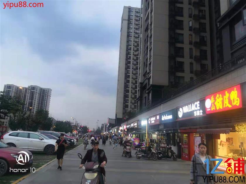 十字路口 万人小区  20平米 门店转让有 烟道外摆