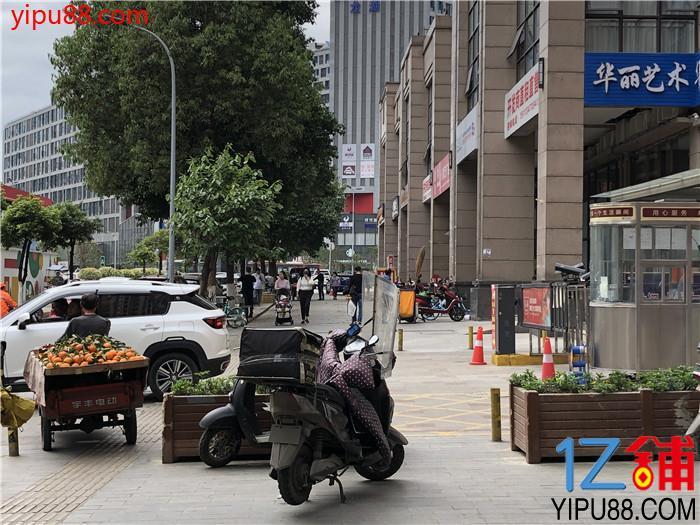 武侯区 中高档小区环绕  临街门市 适合做水果,理发,宠物,烘焙,美容养生等业态